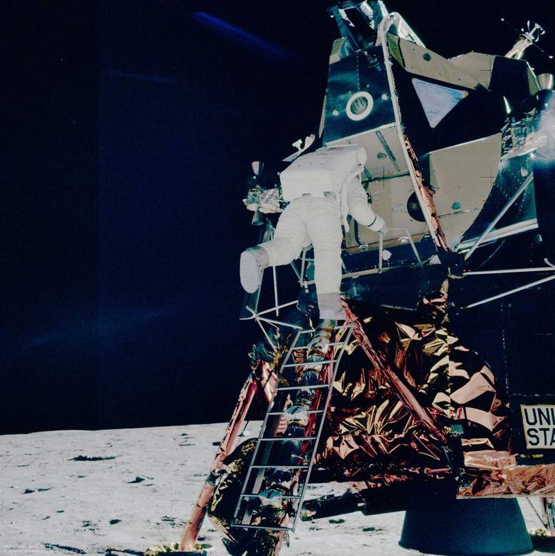 Apollo_11_64.jpg